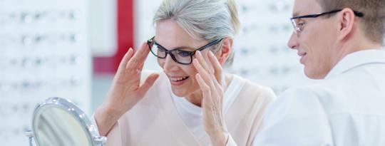 Optikolle vai silmälääkärille?