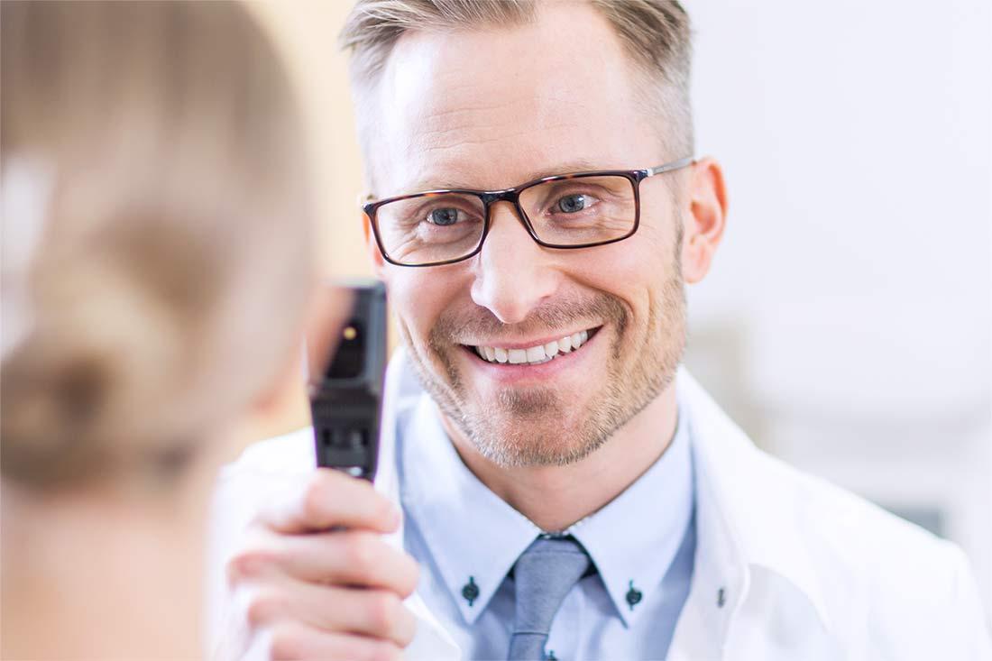 Piilolinssinäöntarkastus
